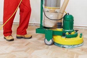 Giv dit slidte trægulv en frisk start med en grundig gulvafslibning